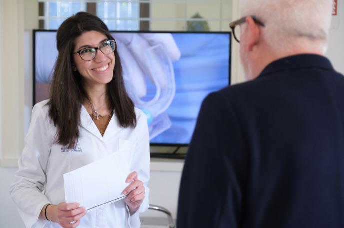 Assistente alla poltrona con paziente | Studio Dentistico Banzi a Pieve di Cento (BO)